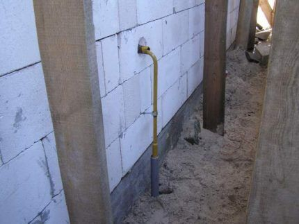 Ввод газовой трубы в дом