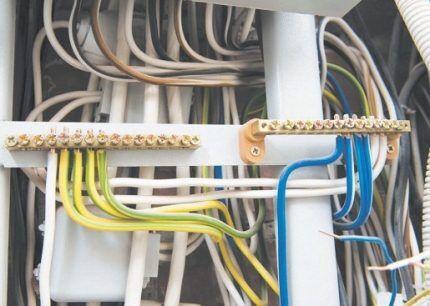 Провода разных цветов