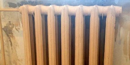 Старый пожелтевший радиатор