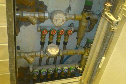 Manifold wiring in the hatch