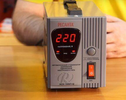 Стабилизатор Ресанта мощностью 1000ВА