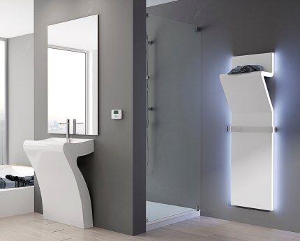 Декоративный вертикальный радиатор в ванной