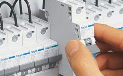 Монтаж автоматов выключателей