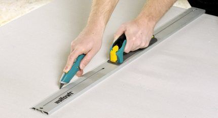 Cutting drywall sheet