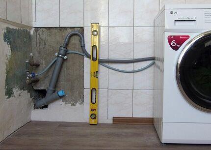 Подключение сливного шланга к канализационному выпуску