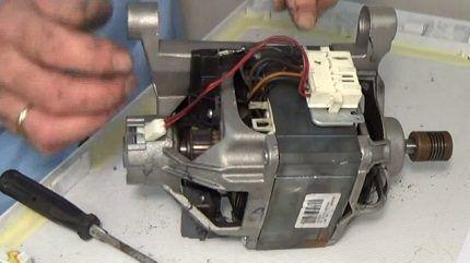 Замена щеток электродвигателя стиральной машинки