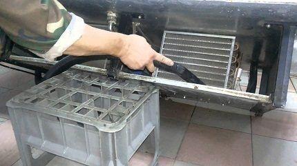 Чистка конденсатора холодильника