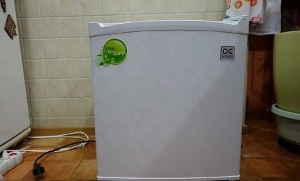 Холодильник-малютка FR-051AR