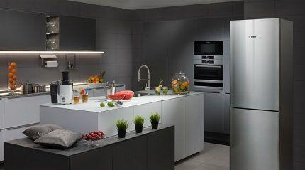 Холодильник серебристого цвета