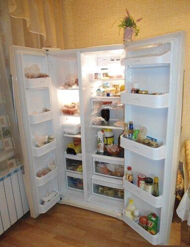 Вместительный холодильник side-by-side