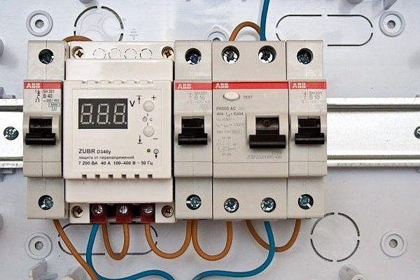 3 клеммы на выключателе обогревателя что означает