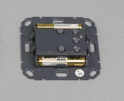 Расположение аккумуляторных батареек в беспроводном модуле
