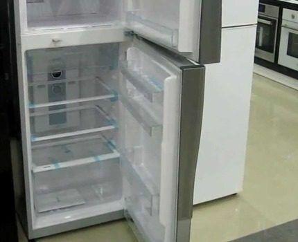 Верехнерасположенная морозильная камера