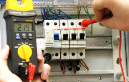 Монтаж автоматического выключателя
