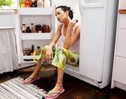 Холодильник в жаркой комнате
