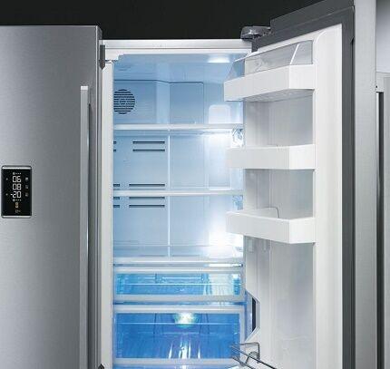 Многодверная модель холодильника от Смег
