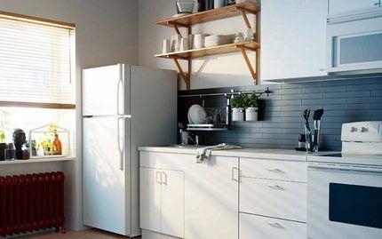 Двухкамерный холодильник в интерьере