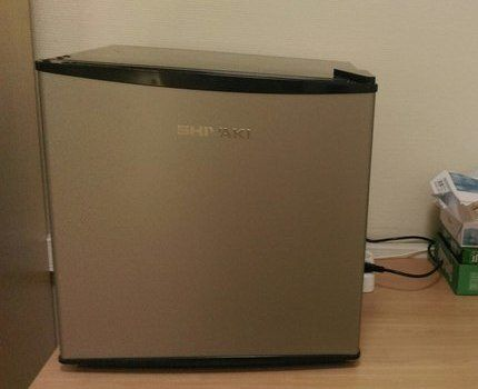 Холодильник Shivaki SHRF-54CHS в офисе