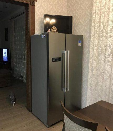 Холодильник Candy CXSN 171 IXH на кухне