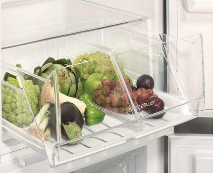Эргономичные контейнеры в холодильнике Элктролюкс
