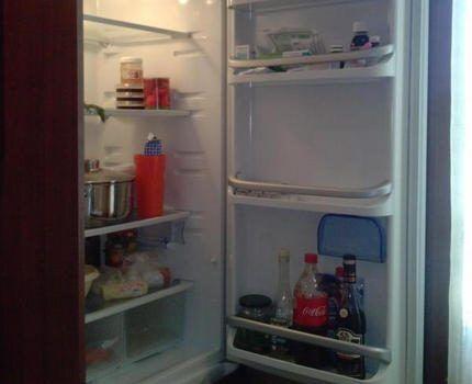 Холодильник, встроенный в кухонный гарнитур