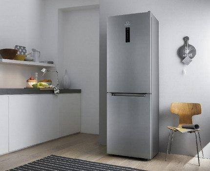 Холодильник Аристон в интерьере