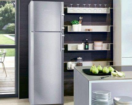 Холодильник с верхним размещением морозилки