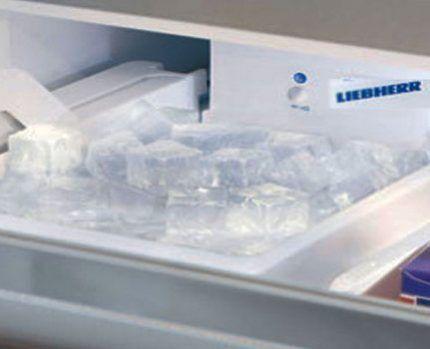 Ледогенератор в холодильнике Либхер