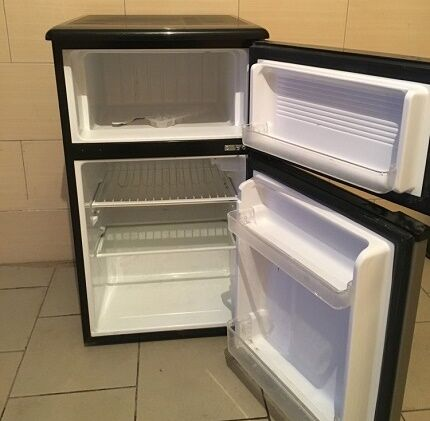 Двукамерная мини модель холодильника Шиваки