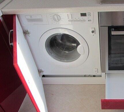 Встраиваемый вариант установки компактной стиралки