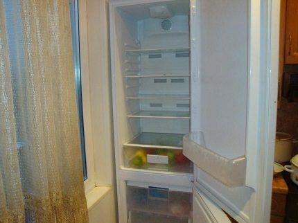 Перевешенная дверца холодильника