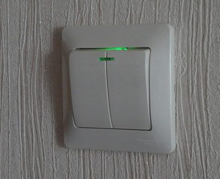 Lack of illumination indicates connection errors