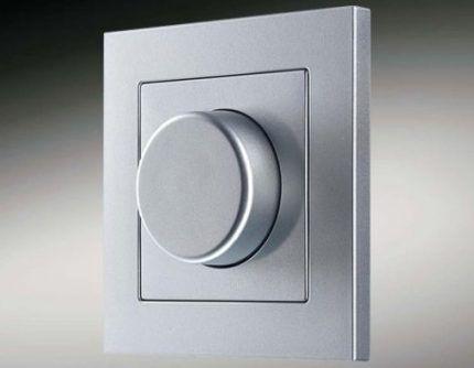 Возможность использования выключателей с диммерами