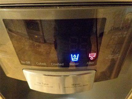 Отображаемая на дисплее холодильника ошибка