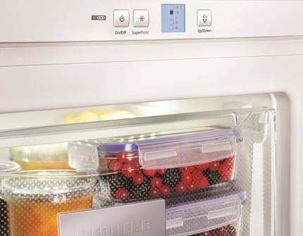 Холодильник с капельной системой разморозки
