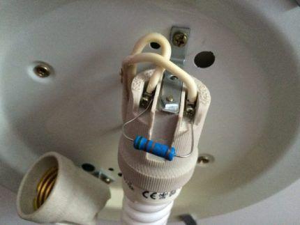 Подключение резистора к лампе