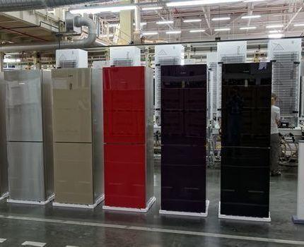 Ряд холодильников