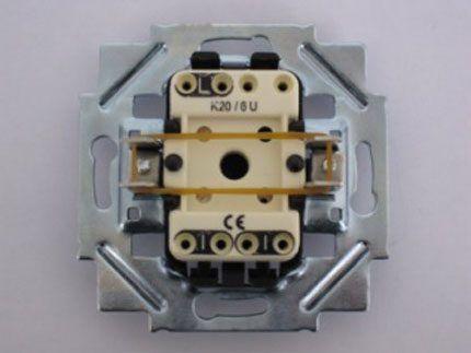Схематика проходного выключателя