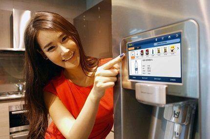 Гаджеты на панели холодильника