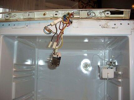 Осмотр терморегулятора холодильника Стинол