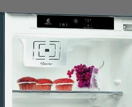 Внутреннее наполнение холодильника Whirlpool