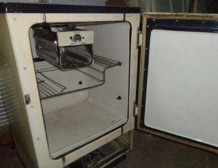 Внутреннее пространство холодильника Саратов