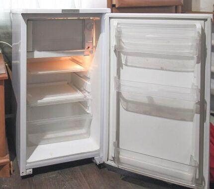 Маленький холодильник «Саратов 452» (КШ-120)