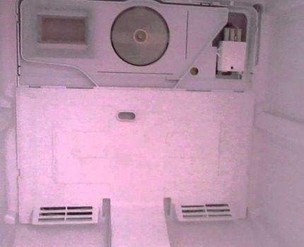 Замерзший радиатор охлаждения