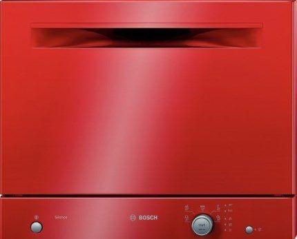 Посудомоечная машина красного цвета