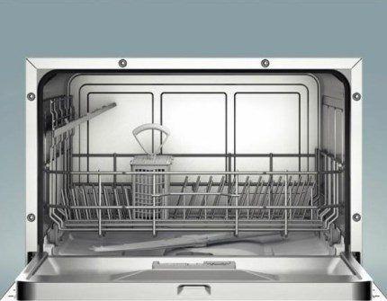 Внутренняя камера посудомойки
