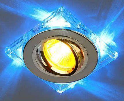 Галогенная лампа в потолочном светильнике