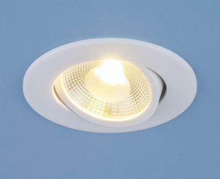 Лампа в поворотном точечном светильнике