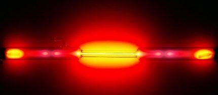 Неоновая лампа красного цвета