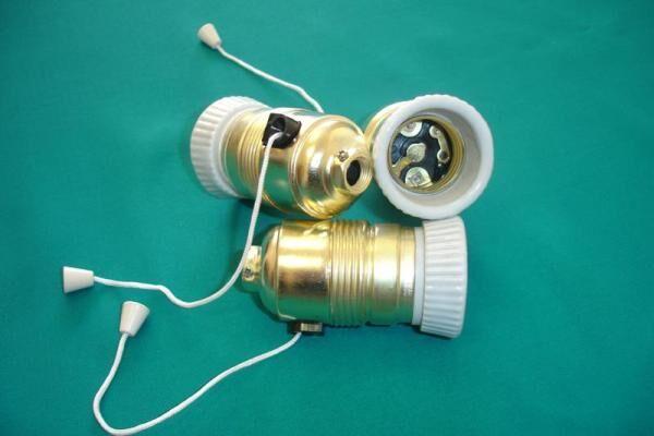 чем можно зачистить клеммы патрона лампы